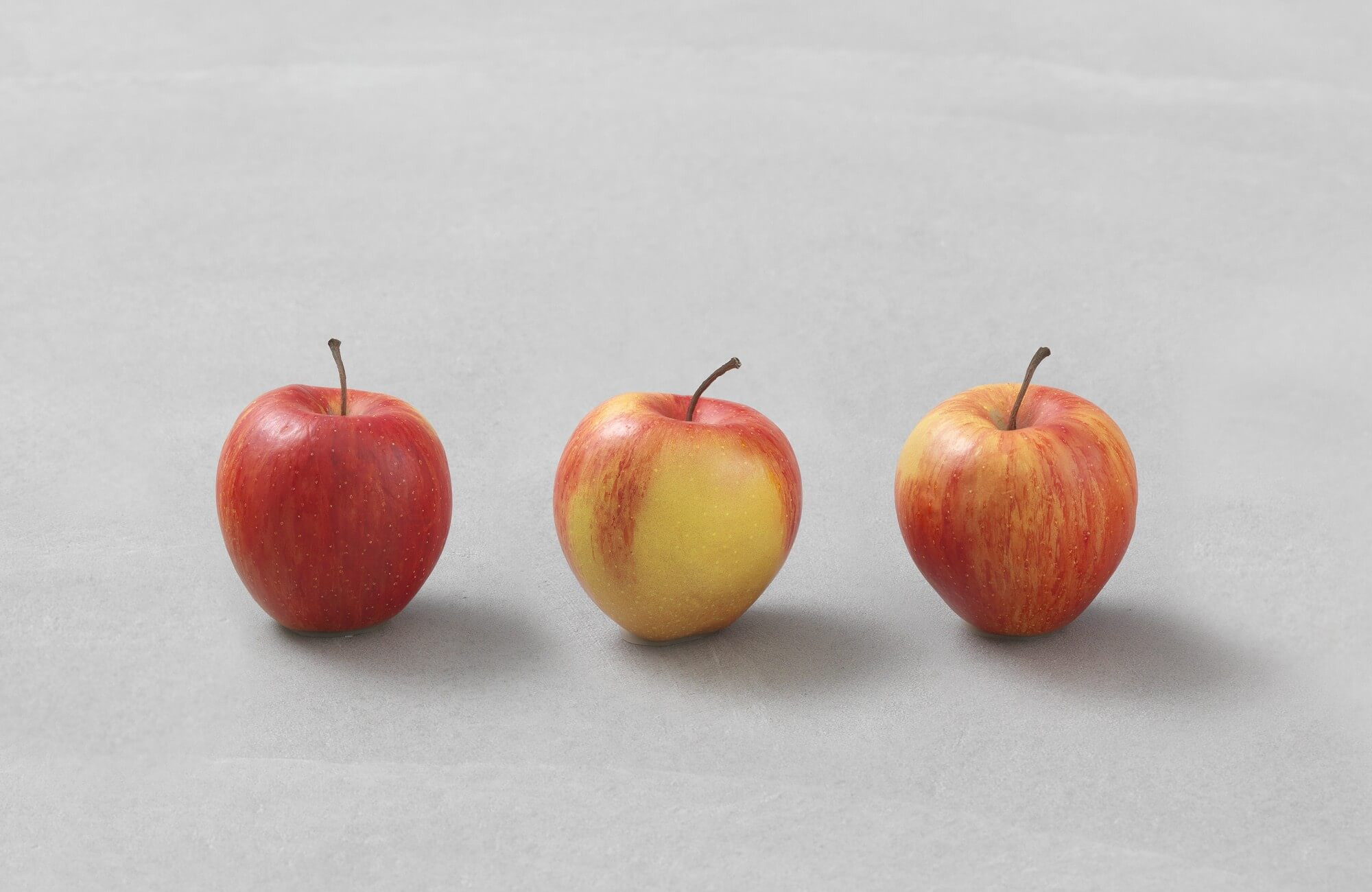 still.life (three apples) | UGO RONDINONE